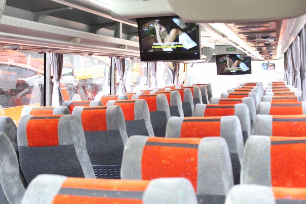 desain interior kursi bus panorama terbaik warna orange jumlah 55 seat nyaman pariwisata
