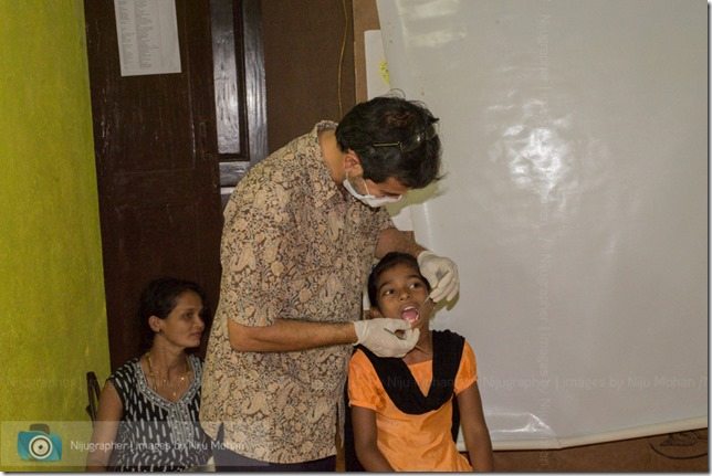 Dental_Checkup_at_Chimbel_by_Dr_Fernando_Noronha_and_teamMobile_Outreach_Program_Bookworm_Kannio_Initiatives-Nijugrapher-DSC_7053