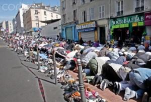 Muslims praying on Paris streets