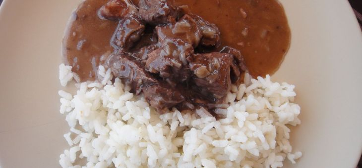 """Carn guisada amb vi negre (vedella a la """"bourguignon)"""