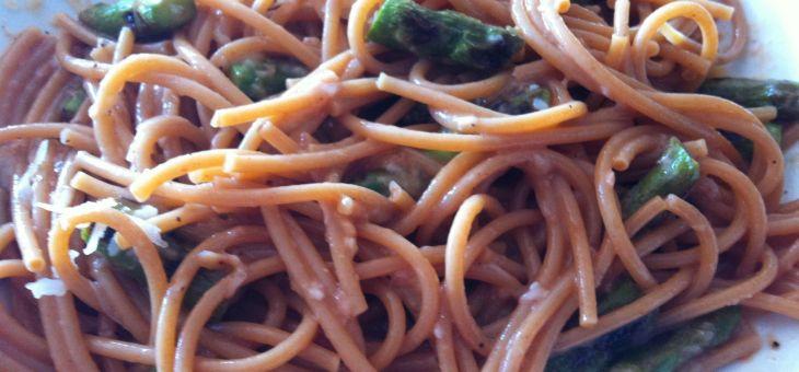 Pasta amb falsa carbonara  d´espàrrecs verds