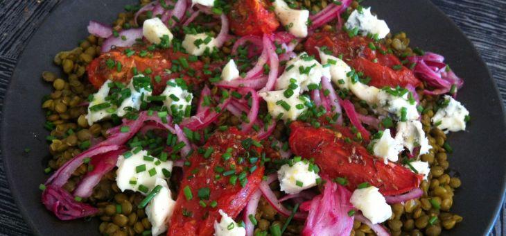 Llenties de puy amb tomàquets al forn i gorgonzola