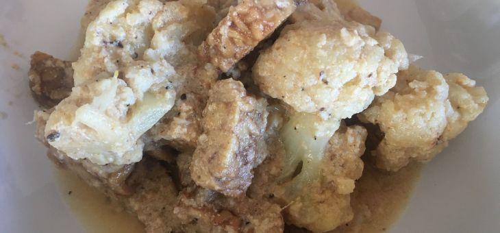 Col-i-flor amb tempeh i salsa de iogur/Rogan josh