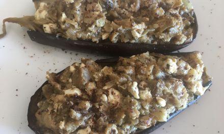 Albergínies al forn amb ceba fregida, llimona i feta