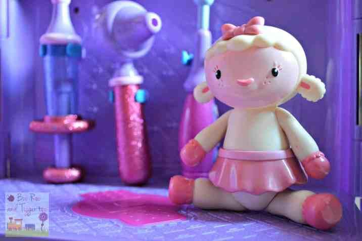 Doc McStuffins Carry Along Clinic Playset - Lambie