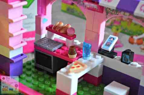 Mega Bloks Build 'n Play Chelsea Pool Party - BBQ