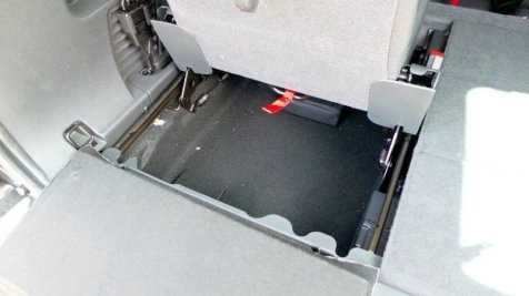 Peugeot 5008 - Additional storage under seats in the boot