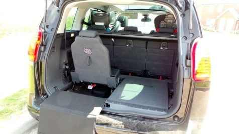 Peugeot 5008 - Boot with one seat up