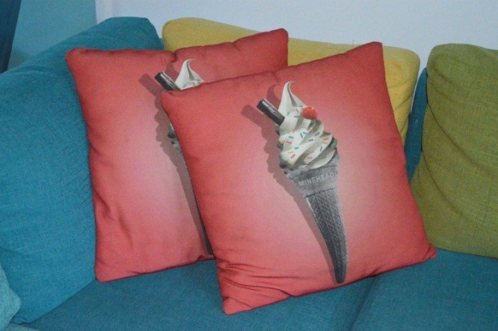 butlins-minehead-seaside-apartment-ice-cream-cushions