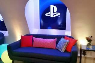 playstation-family-day-sofas