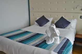 butlins-shoreline-hotel-columbus-quarters-double-bed