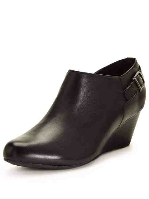 Clarks Brielle Hip Wedge Boot
