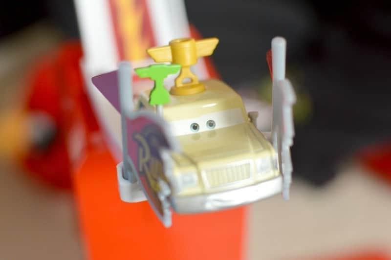 Disney Pixar Cars Transforming Mack Truck - Stunt jump