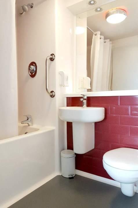 Travelodge Birmingham Central Bullring - Bathroom