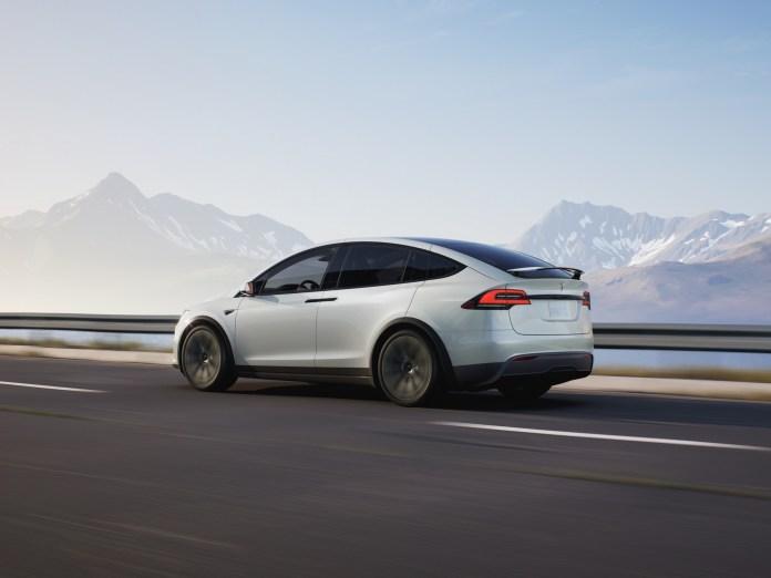 Tidligere på året kom syv amerikanske betjente til skade i en trafikulykke, som en Tesla med autopilot-funktionen slået til var skyld i.
