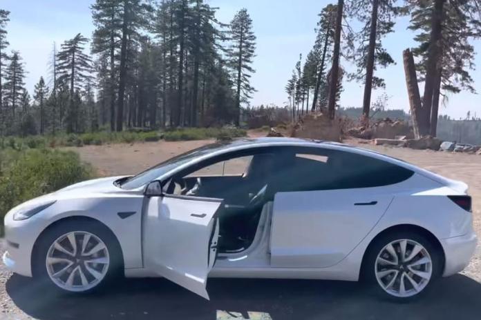 Hvis man trækker en Tesla Model 3 efter en gammel Toyota Camry med benzinmotor, går rækkevidden op med 37 miles svarende til knap 60 kilometer.