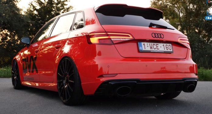 Den ser uskyldig ud, som den står der med sine sorte fælge og røde lakering. Men, det er denne Audi RS3 så langt fra at være.