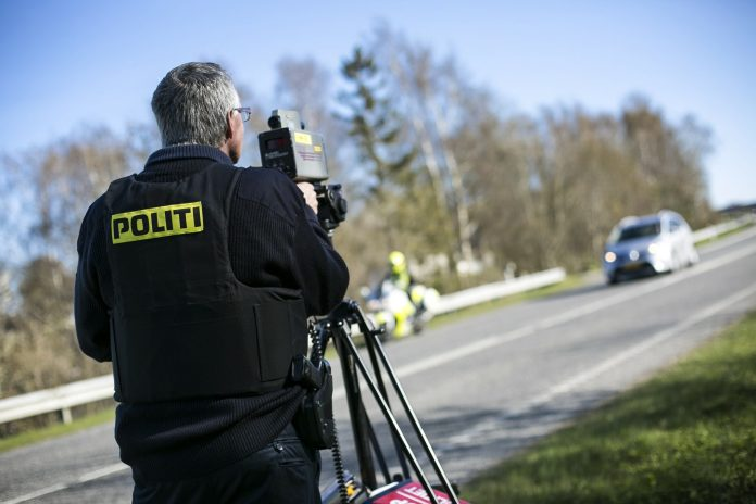 Fredag aften fik en 32-årig mand inddraget kørekortet på stedet, da han kørte 129 km/t i en 60-zone.