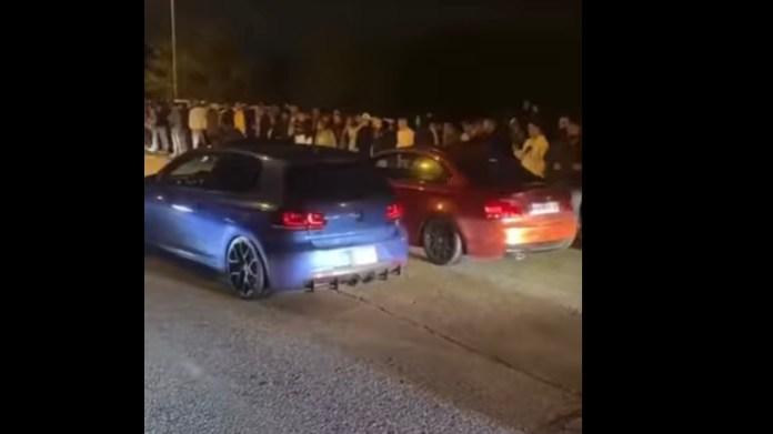 En Volkswagen Golf-ejer får valgt bakgearet til et gaderæs i Spanien