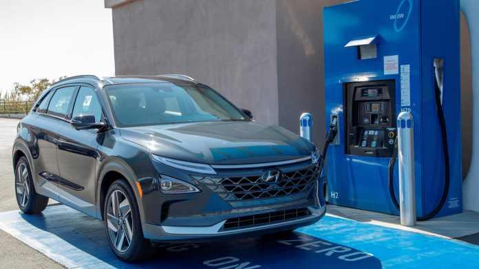 Hyundai vil bruge 7 millarder kr. på to nye brint-fabrikker. Det er planen, at fabrikkerne skal spytte biler ud allerede i 2023.