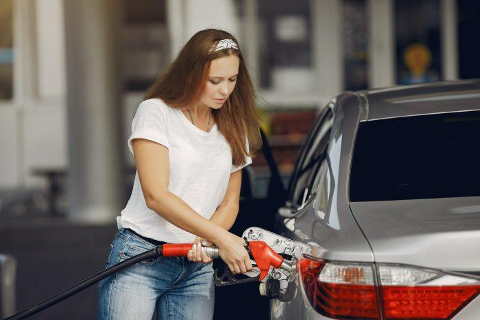 Benzinprisen i Danmark satte mandag en kedelig rekord. Ikke siden september 2012 har den været så dyr.