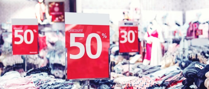 photo of discount sign