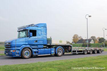 Scania Zugmaschine mit Schwertransportauflieger für Yacht- und Spezialtransporte durch Bootswerft Baumgart