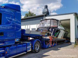 Transport einer Motoryacht auf dem Tiefladerauflieger 2018