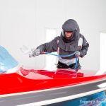 Motorboot in der in der Bootslackierkabine Baumgart