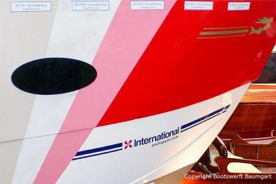 Lackschichten einer International Bootslackierung auf dem Messestand der Boot in Düsseldorf von Bootswerft Baumgart
