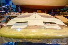 Laminierungen am Dach einer Formula 40 PC Motoryacht mit Effecktlack in der Werfthalle der Bootswerft Baumgart in Dortmund