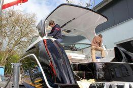 Vorbereitungen zur Bootslackierung einer Formula 40 PC Motoryacht mit Effecktlack auf dem Werftgelände der Bootswerft Baumgart in Dortmund