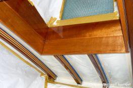 Holzlackierungen im Innenraum der Rapsody 29 in der Lackierkabine der Bootswerft Baumgart in Dortmund