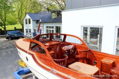 Rapsody 29 auf dem Werftgelände der Bootswerft Baumgart nach durchgeführter Bootslackierung in Dortmund