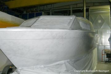Refit der Chris Craft MX 25 Motoryacht in der Werfthalle der Bootswerft Baumgart in Dortmund