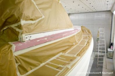 Refit einer Vilm 106 in der Lackierkabine der Bootswerft Baumgart in Dortmund