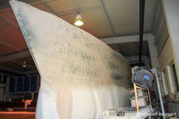 Vorarbeiten an einer Comfortina 38 in der Werfthalle der Bootswerft Baumgart in Dortmund