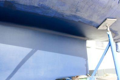 Fertig reparierter Kiel der LM 28 Segelyacht auf dem Hafentrailer auf dem Werftgelände der Bootswerft Baumgart in Dortmund