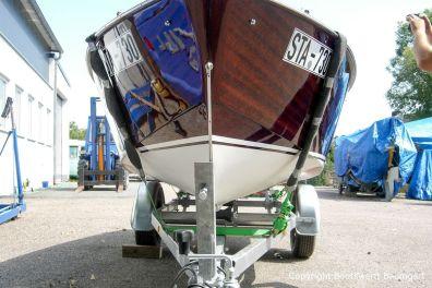 Bug eines Boesch Junior Motorboots nach der Restauration auf dem Werftgelände der Bootswerft Baumgart in Dortmund