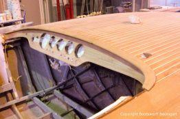 Armaturenbrett der Riva Ariston bei der Restauration in der Werfthalle der Bootswerft Baumgart in Dortmund