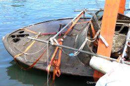 Bergung der Riva Super Aquarama mit Kran und Stützstangen durch die Bootswerft Baumgart