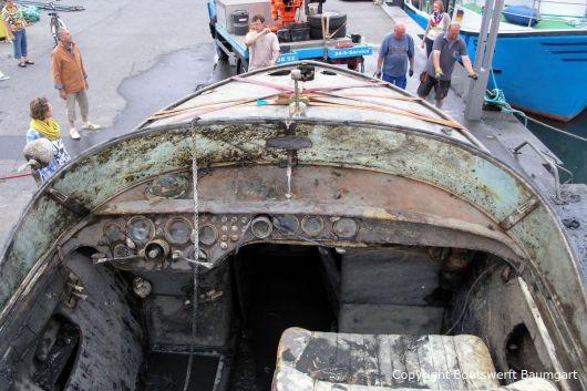 Cockpit der Riva Super Aquarama nach der Bergung durch die Bootswerft Baumgart