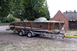 Geborgene Riva Super Aquarama auf dem Bootstrailer der Bootswerft Baumgart