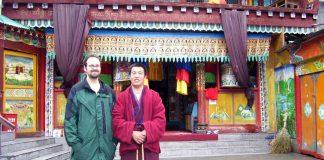 tibetan monk jiuzhaigou