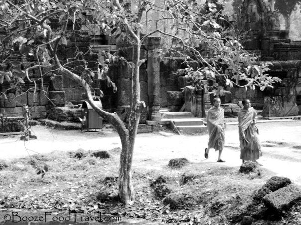 banteay srei monks