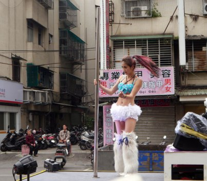 temple pole dancer taipei