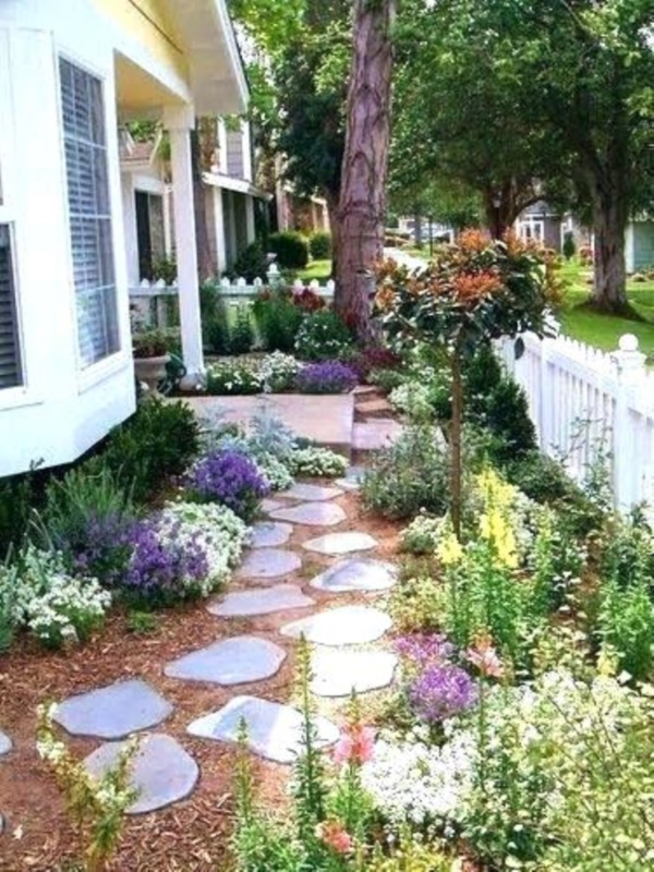 40 Beautiful Small Front Yard Landscaping Ideas - Bored Art on Small Backyard Landscaping  id=31614