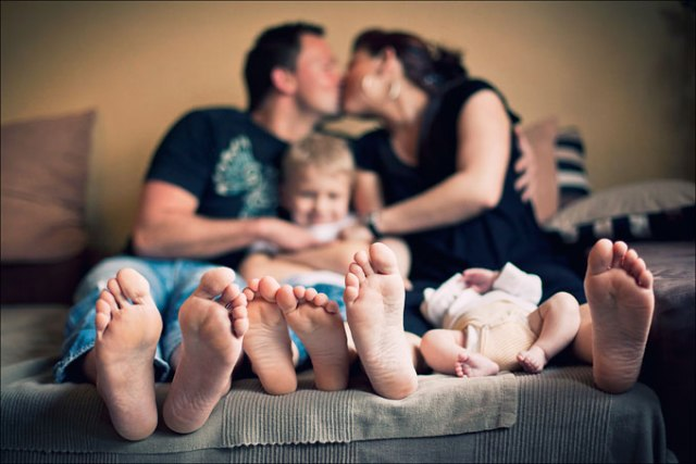 Happy Feet. It doesn't require clear faces to make the portrait lovely, just a lovely family and their feet! source: Lumoid