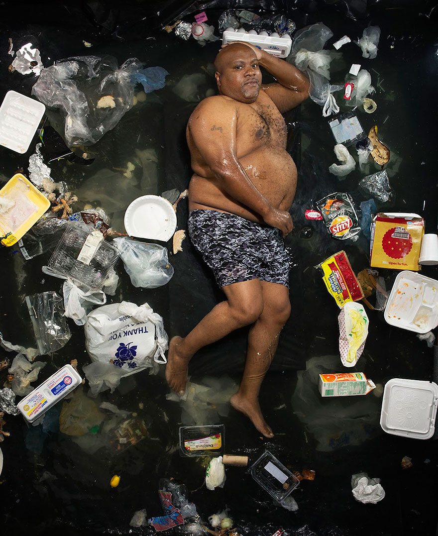 7-days-of-garbage-environmental-photography-gregg-segal-1