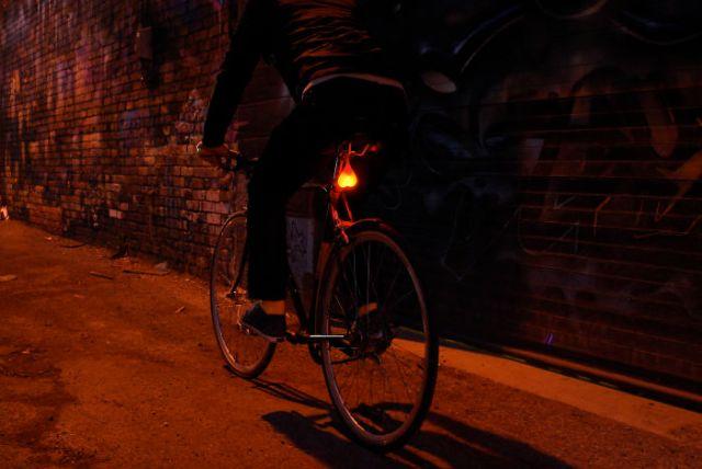 luz-trasera-bici-testiculos-bike-balls (3)